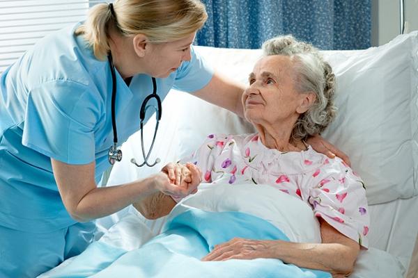 помощь больным пожилым