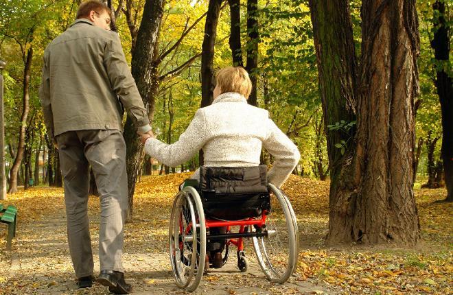 реабилитация пожилого человека на коляске