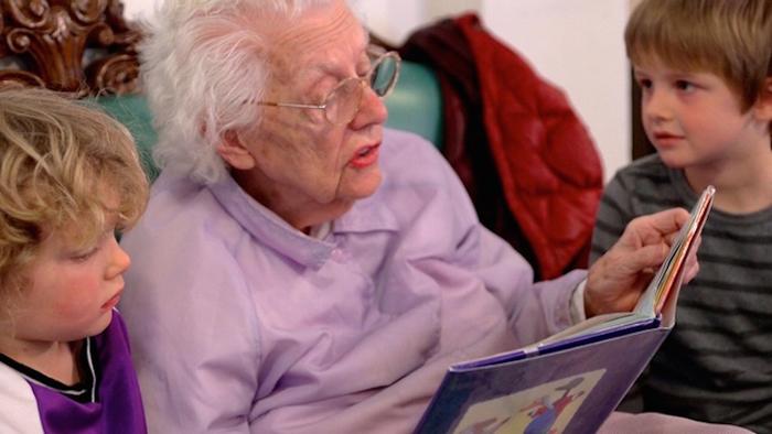 посещение родственников в доме престарелых