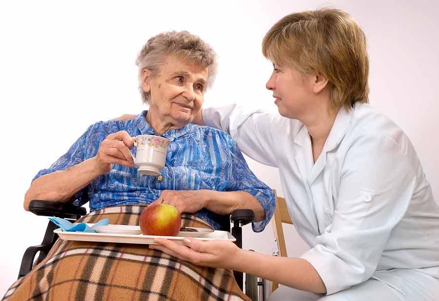 кормление пожилого инвалида